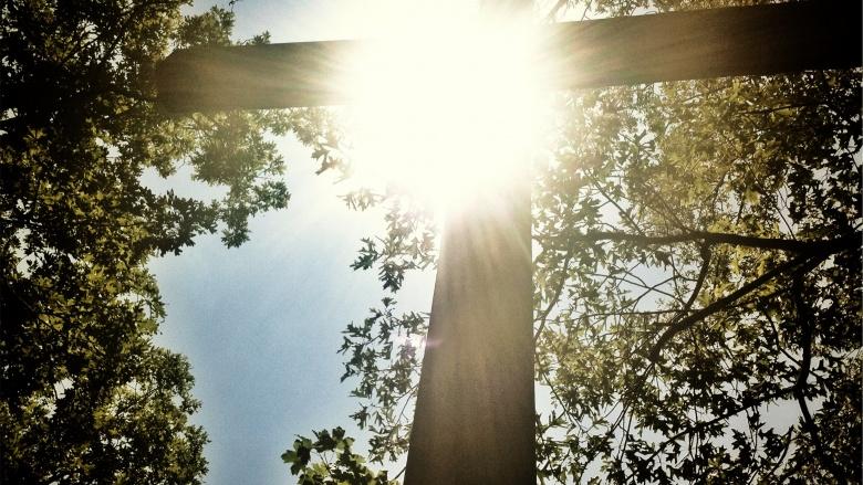 Kreuz im Sonnenschein
