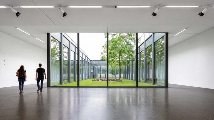 Museum Folkwang / Ansicht Foyer mit Besuchern